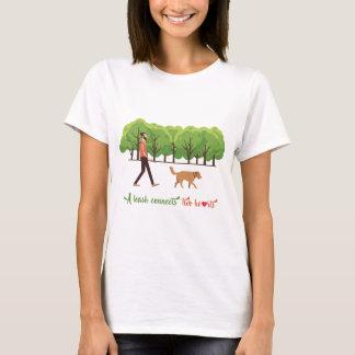 Eine Leine schließt zwei den Herzen Frauen-T - T-Shirt