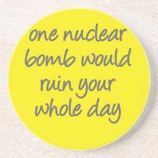 Eine nukleare Bombe würde Ihren ganzen Tag Getränkeuntersetzer