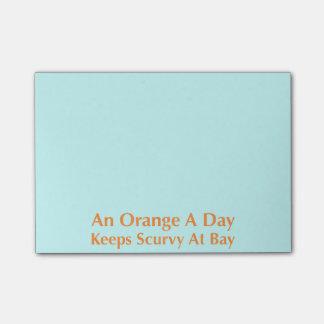Eine Orange ein Tag behält Skorbut an der Bucht Post-it Klebezettel