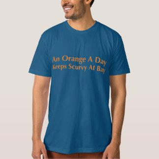 Eine Orange ein Tag behält Skorbut an der Bucht T-Shirt