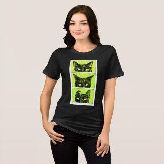 Eine Studie der Ohren der Katze T-Shirt