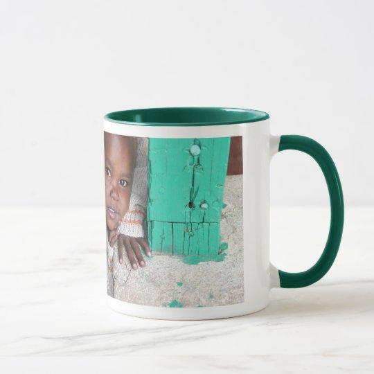 Eine Tasse, zum der AIDS-Waisen zu helfen Tasse
