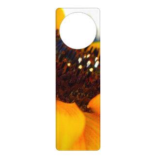 Eine winklige Sonnenblume Türanhänger