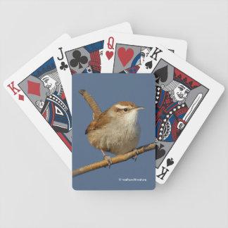 Eines neugierigen Bewicks Zaunkönig im Baum Spielkarten