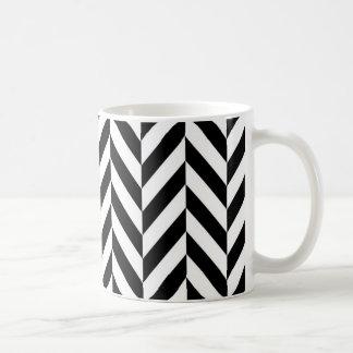 Einfaches Schwarz-weißes Fischgrätenmuster-Muster Kaffeetasse