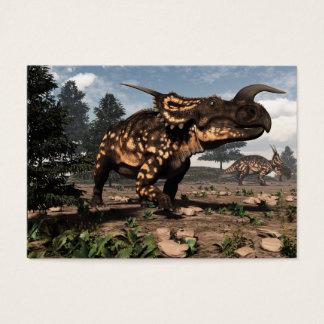 Einiosaurusdinosaurier in der Wüste - 3D Visitenkarte
