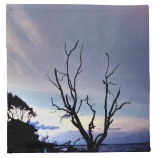 Einziger Baum auf Ufer Serviette