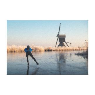Eis-Skaten hinter Windmühle und REEDLeinwand Leinwanddruck