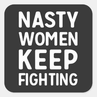 Eklige Frauen behalten kämpfenden Aufkleber