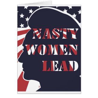 Eklige Frauen führen politisches Plakat Grußkarte