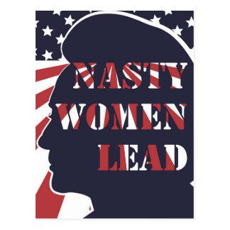 Eklige Frauen führen politisches Plakat Postkarten