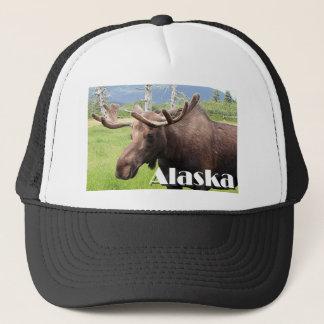 Elche nähern sich Anchorage, Alaska, USA (Titel) Truckerkappe