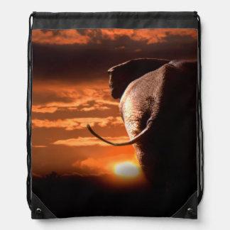 Elefant mit Sonnenuntergang Turnbeutel