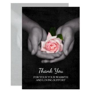 Elegant danke für Stützrosa-Rose in den Händen Karte