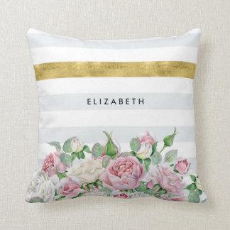 Eleganter IMITAT Goldstreifen mit rosa Rosen und Zierkissen