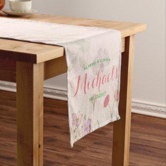 Eleganter romantischer rosa Hochzeits-mit Kurzer Tischläufer
