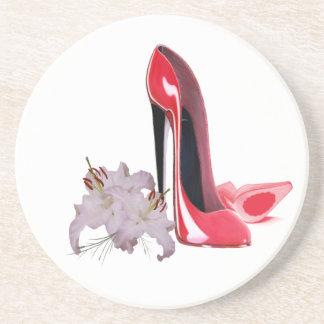 Eleganter roter Stilett-Schuh-und Sandstein Untersetzer