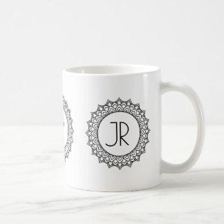 Elegantes schwarzes Mandala-Kreis-Rahmen-Monogramm Kaffeetasse