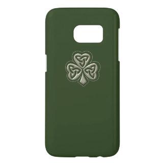 Elegantes trendy glückliches irisches Kleeblatt