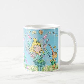 Elfleda-Fee und Kiwi-Sprite jonglieren und Kaffeetasse