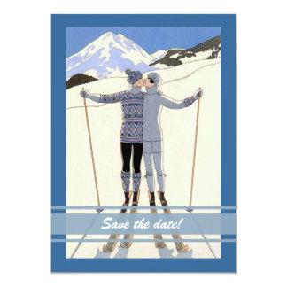 embrassant des skieurs - économies d'hiver le carton d'invitation  12,7 cm x 17,78 cm