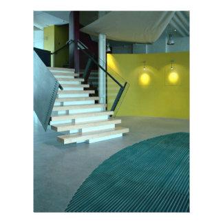 Empfangsbereich und -treppenhaus für 21,6 x 27,9 cm flyer