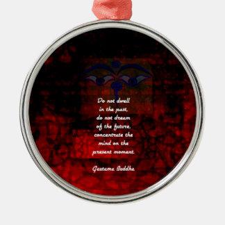 Emporhebendes Zitat Buddhas bleiben nicht in der Rundes Silberfarbenes Ornament