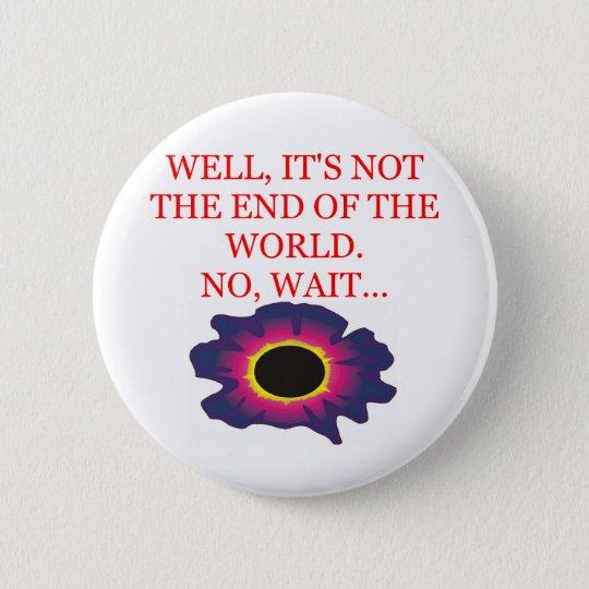 Ende des Weltschicksalswitzes Runder Button 5,1 Cm