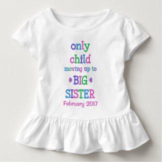 Enfant unique se déplaçant jusqu'à la grande soeur t-shirt pour les tous petits