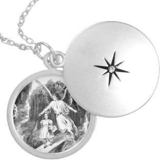 Engel, der ein Mädchen-Kind schützt Runde Medaillon Halskette