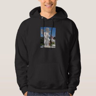Engels-Statue im Schwarzen Kapuzensweatshirt