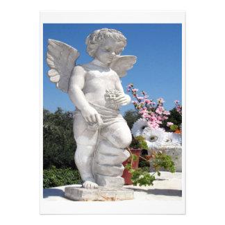 Engels-Statue im Weiß Personalisierte Einladung