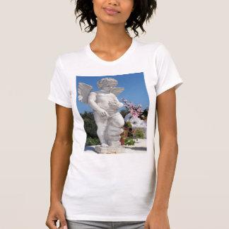 Engels-Statue im Weiß T-Shirt