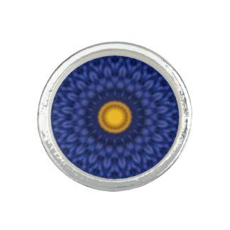 Ente auf blauem Kaleidoskop… Foto Ringe