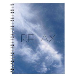 Entspannen Sie sich blauer Himmel-und Spiral Notizblock