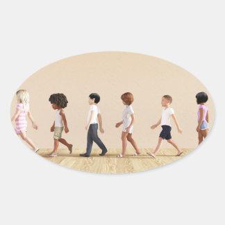 Entwicklung des Kindes mit dem Kinderlernen und Ovaler Aufkleber