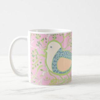 Entwurf eines Vogels umgeben durch Baum mit Tasse