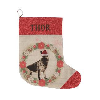 Entzückender Schäferhund in der Großer Weihnachtsstrumpf