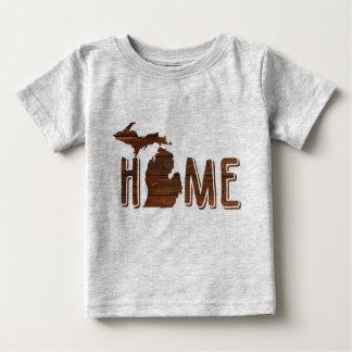 Entzückendes Michigan ist hölzerne Silhouette Baby T-shirt