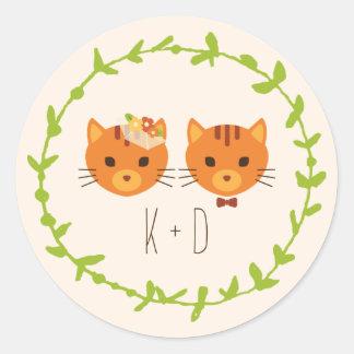 Épouser (crème) lunatique de chats de forêt sticker rond