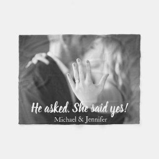 Er fragte sie sagte ja Verlobungs-Foto Fleecedecke