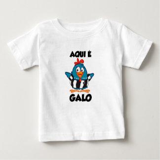 Er ist hier Hahn Baby T-shirt