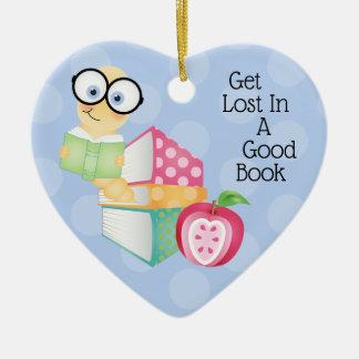Erhalten Sie in einem guten Buch verloren Keramik Ornament