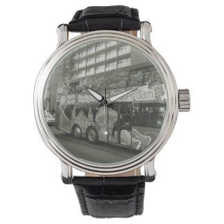 Erinnern Sie mich, einen Bus für Amsterdam zu Armbanduhr