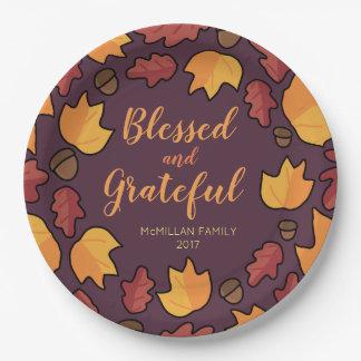 Erntedank-Herbstlaub segnete dankbares Lila Pappteller