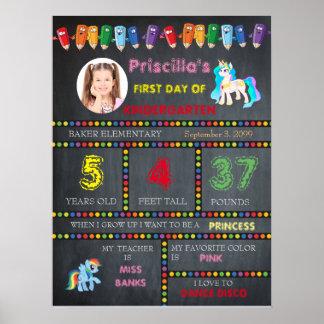 Erstes Tageskindergartenmädchen, Tafelzeichen-Foto Poster