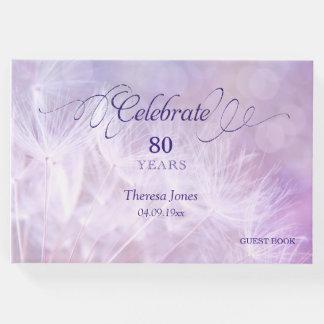Erwachsenes Geburtstags-Party-Gast-Buch während Gästebuch
