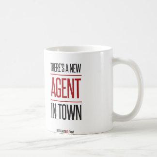 Es gibt einen neuen Agenten in der Stadt Kaffeetasse