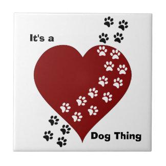 Es ist eine Hundesache-Herz-und Kleine Quadratische Fliese