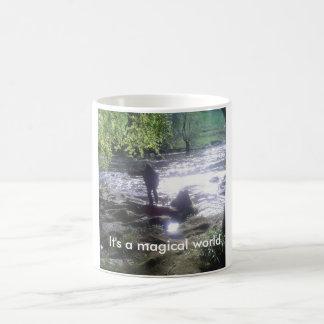 Es ist eine magische WeltTasse 4 Kaffeetasse